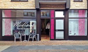 Fensterbeschriftung Medinas Haarstudio